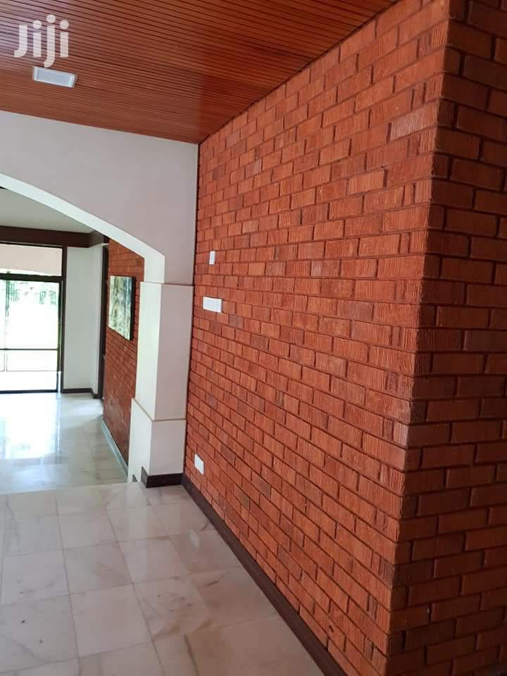 Archive: BREATHTAKING 4 Bedroom House For Rent